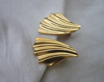 Designer Signed Monet Gold Tone Stylized Earrings Monet