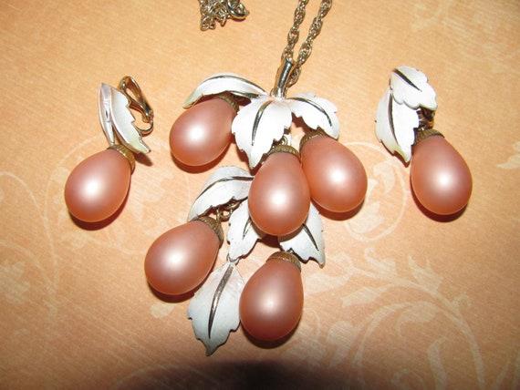 Vintage Elegant Necklace And Earring Set Apricot Dangle Grapes