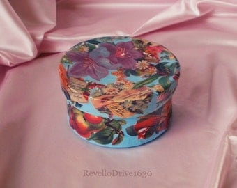 Gift box with Victorian pictures, Flowers, decoupage, jewelry box