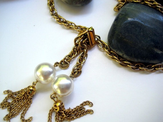 Vintage lariat goldtone necklace with two dangles and faux pearls