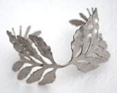 Vintage Silver Tone Laurel Leaf Wreath Greetian Bracelet - MoonLitVintage