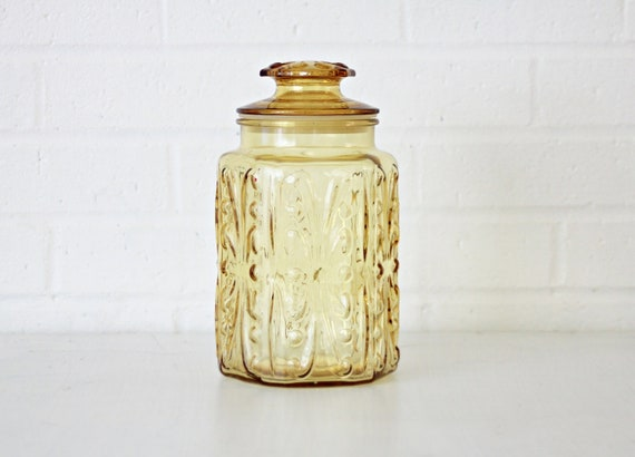 Vintage light Yellow glass canister with suction seal and decorative design 6 sided shape apocrathy jar