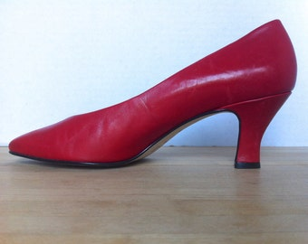 Vintage Nine West Heels / 1980s red leather pumps / size 8 and a half