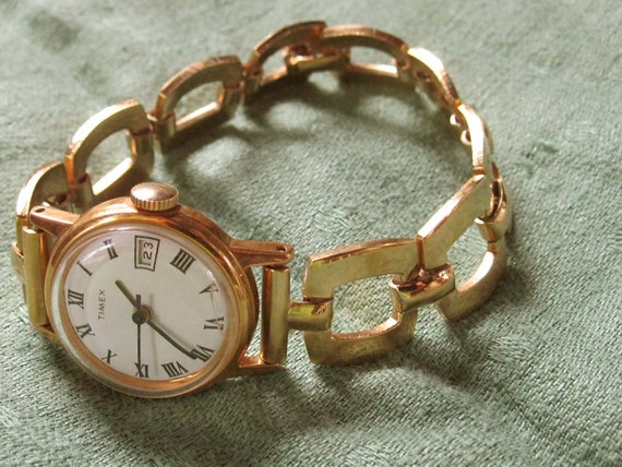 Lovely Timex Women's Watch With Bold Goldtone Chain and Roman Numerals - Band Made in Hong Kong