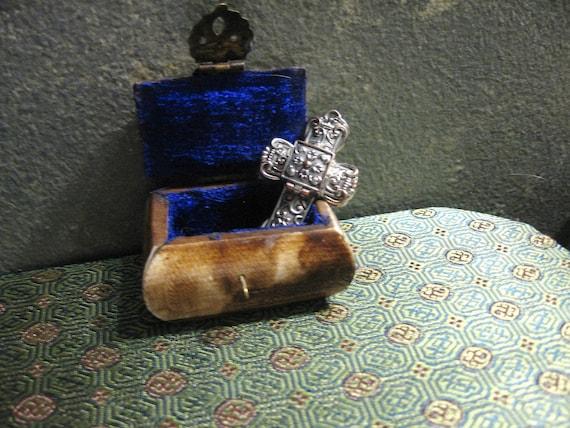 Vintage Victorian style hidden prayer cross pendant 1960's