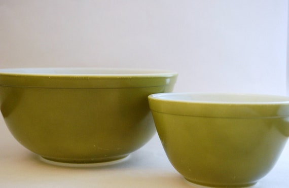 Vintage Verde Green Pyrex Mixing Bowls - Set of Two