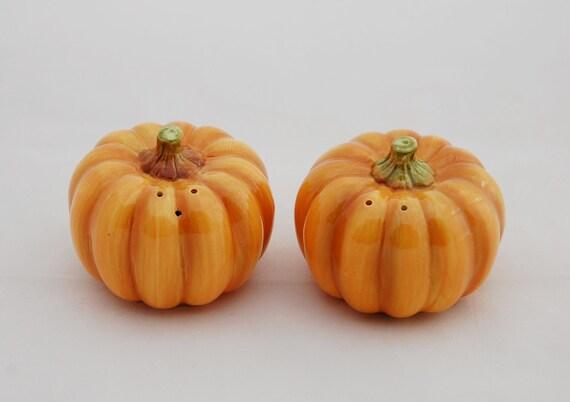 Vintage Otagiri Ceramic Pumpkin Salt and Pepper Shaker Set. Great for Thanksgiving, Fall, or Halloween
