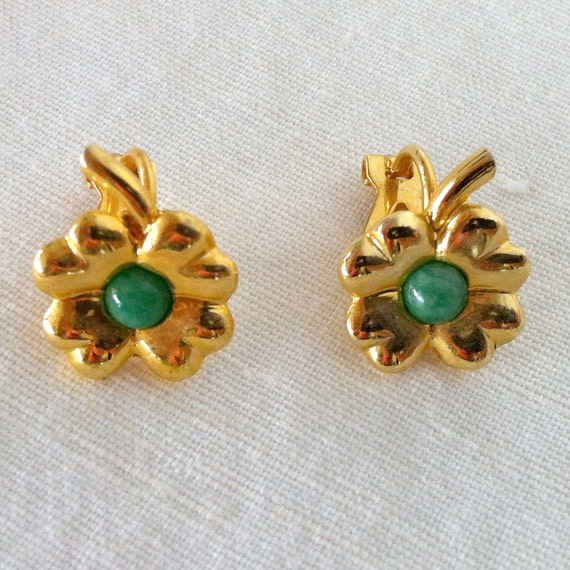 Vintage clip on lucky clover green and gold earrings // Gift For Friend //Vintage earrings // Vintage jewelry // Earrings vintage
