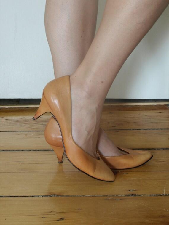 Leather Brazilian Kitten Heels in Peach Size 9 to 10