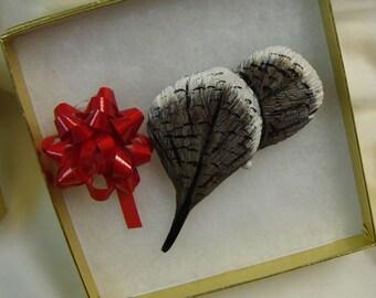Shorebird Feather Pin