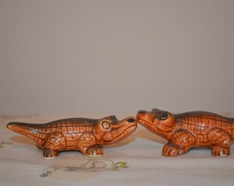 Alligator salt and pepper shaker