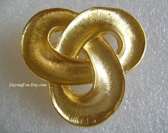 """Designer VALENTINO Signed """"Vc"""" High Shine Textured Gold Plated Love Knot Brooch/Pin Simply Fabulous Beautiful Mint Pristine Condition 25.2g"""