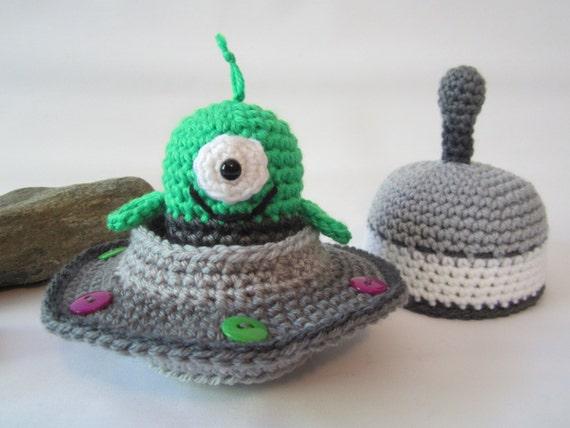 Crochet Amigurumi Alien : Crochet Alien Toy Crochet Flying Saucer Spaceship Toy with