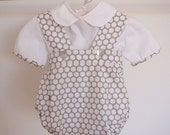 Set of grey and white dots pants and white shirt with detail in the same fabric in the sleeves