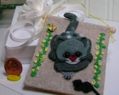 "OOAK ""Cat & mouse"" mini tapestry wall art  (scale 1:6) merino-wool"