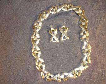 Vintage Necklace Pierced Earrings Set Gold Tone Many Kisses Design
