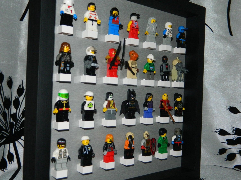 vitrine la main pour figurine lego lego minifig lego. Black Bedroom Furniture Sets. Home Design Ideas