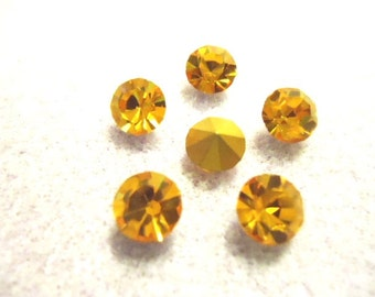 Vintage Glass Round Topaz colour Faceted Glass Foiled Rhinestone chaton 7mm pointed back - 6 pieces