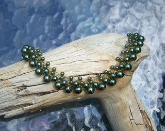 Green Glass Pearl Crochet Wire Necklace