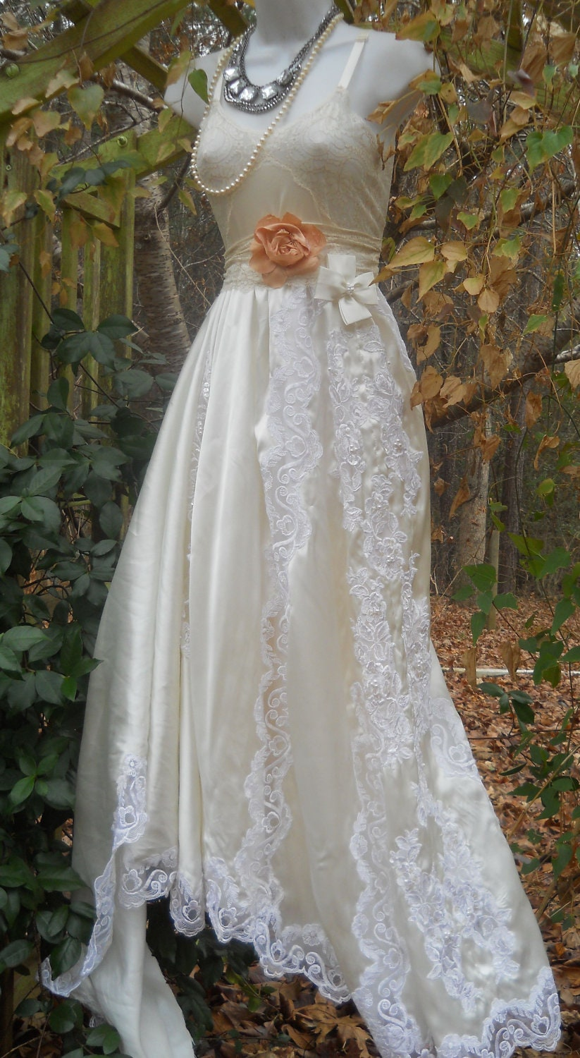 Lace wedding dress vintage satin beading bohemian romantic for Romantic vintage lace wedding dresses