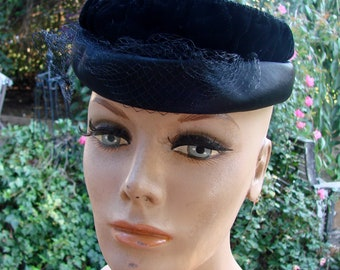 Vintage Black Velvet Ladies Hat with Netting