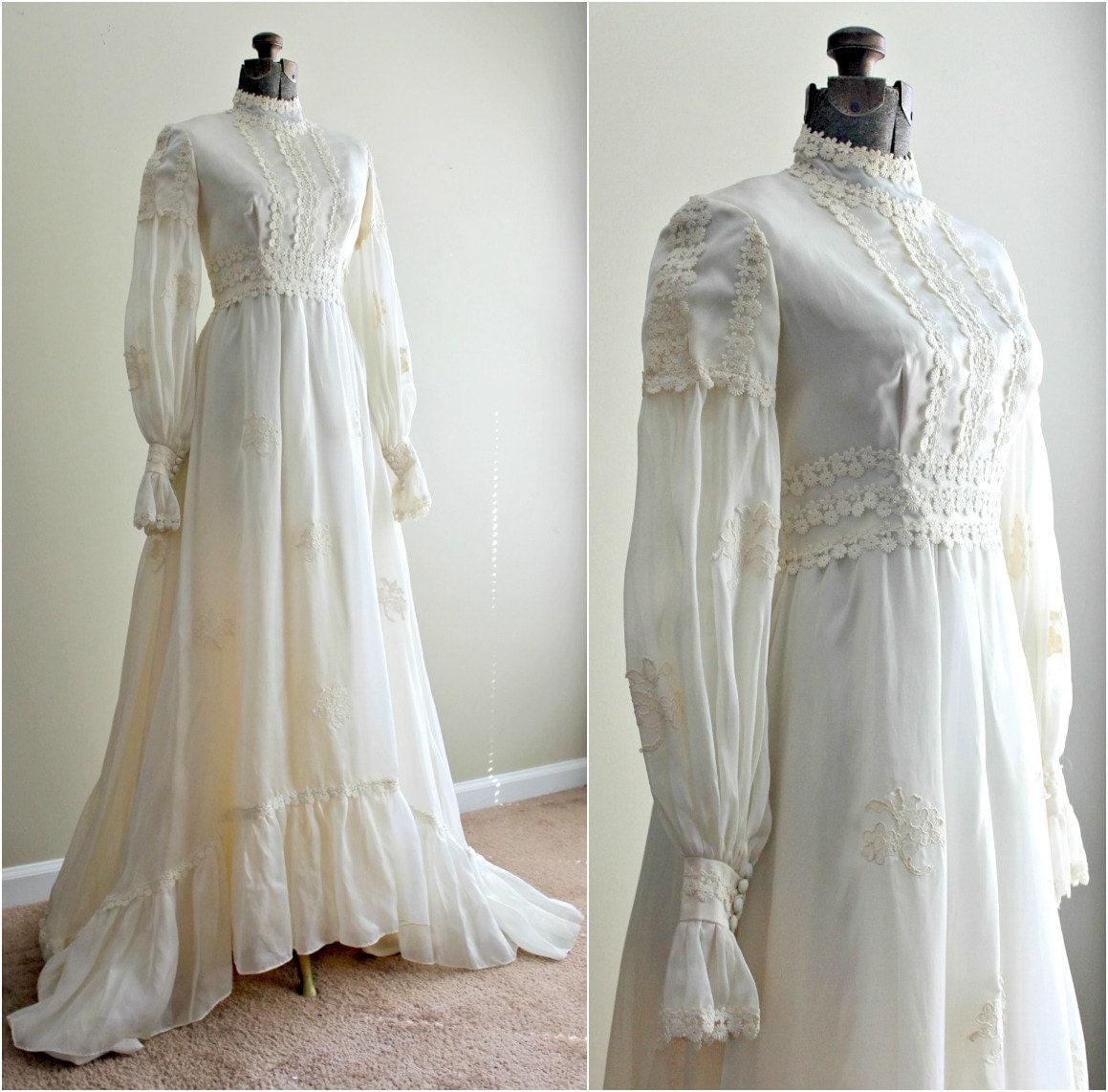 Vintage 1960s Dress / 60s Wedding Dress / Winter Wedding Gown