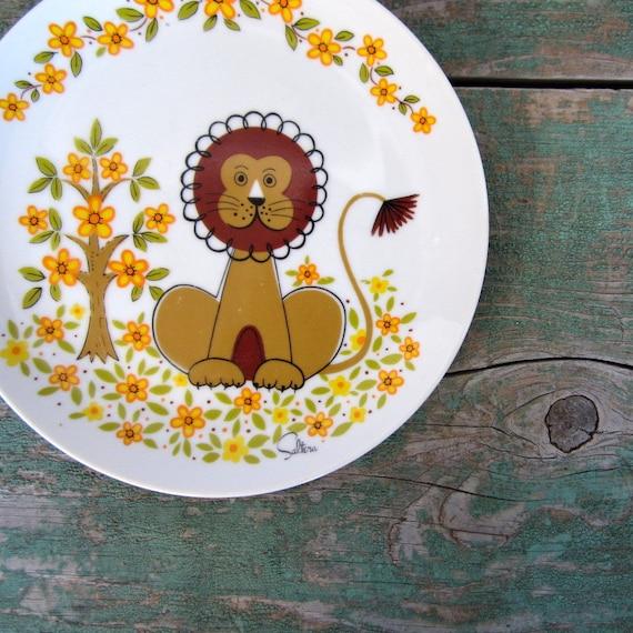 Vintage Children's Plate / Mod Lion  / 1970s Home Decor / Saltera Jungle Safari