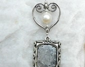 Wedding bouquet photo charm with pearl, heart and frame.
