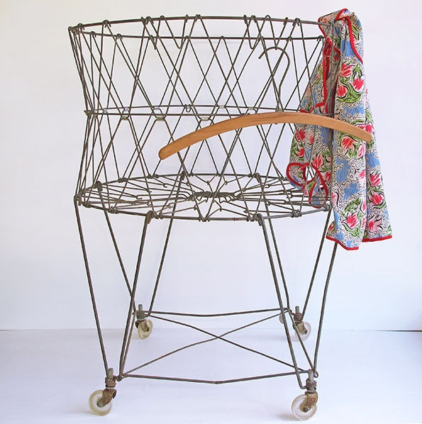vintage wire laundry basket wheels and collapsable. Black Bedroom Furniture Sets. Home Design Ideas
