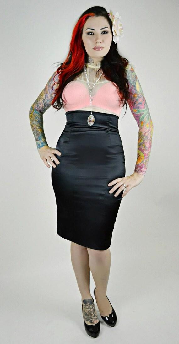 Vamp Pencil Skirt in Stretch Satin