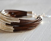 Schokolade braun Leder Manschette Armband mit Silber Tube Perlen - Multi-Strang Armreif Frauen... von B eine L-O-O-S