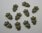 10 pcs.Antique Brass Tiny Cute Owl Charms Pendants Decorations Findings 11 mm. O RC