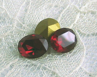 10x8 mm Swarovski Siam Red Oval Rhinestone Vintage Glass