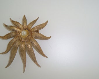 sale - Vintage Sunburst Brooch, 1970s.