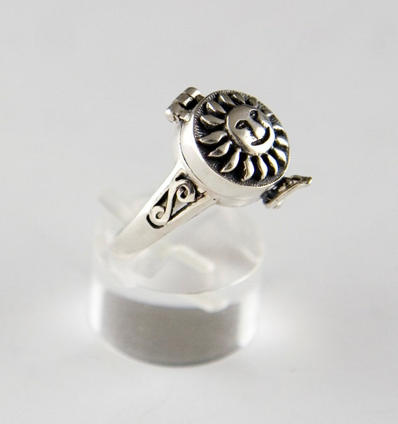 Smiling Sun Sterling Silver Ring