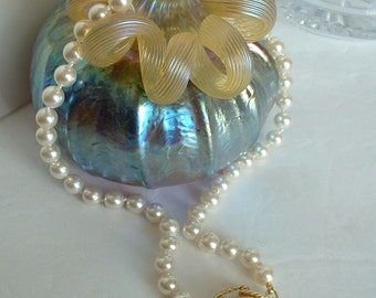 Vintage Japan Faux Pearl Necklace Single Strand with Golden Knot Pendant Pearl Cabochon
