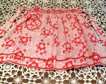 Vintage LIPSTICK RED Floral APRON Rick Rack Ruching Hostess Apron Heart Pocket