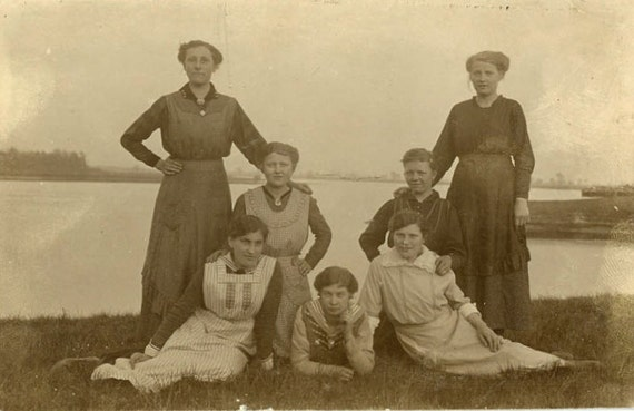 "Vintage Photo ""Family of Ladies"", Photography, Paper Ephemera, Antique, Snapshot, Old Photo, Collectibles - 0042"