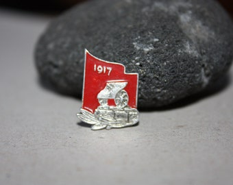 Rare Vintage pin from Soviet Union 1917 - Russian Pin - USSR