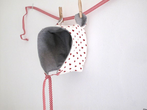 Girl bonnet, winter hood, ears hat for girl. Warm knit fabric, cream and tiny red hearts. Size 4-6 years.