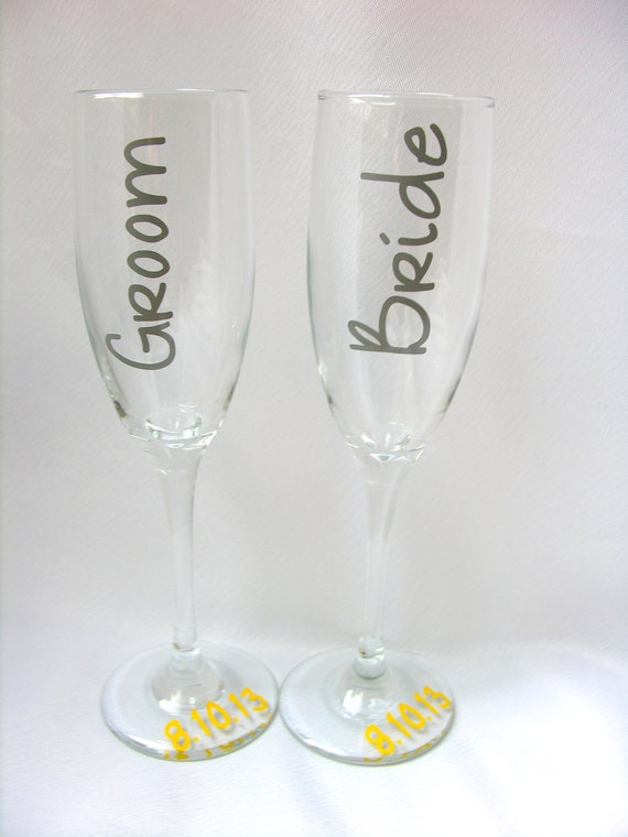 Wedding Present Champagne Glasses : ... Gifts Guest Books Portraits & Frames Wedding Favors All Gifts