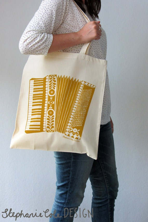 Accordion illustrated tote bag