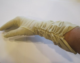 Vintage 1950s 1960s Nylon Gloves Soft Butter Beige Cream Small Ruched Glove