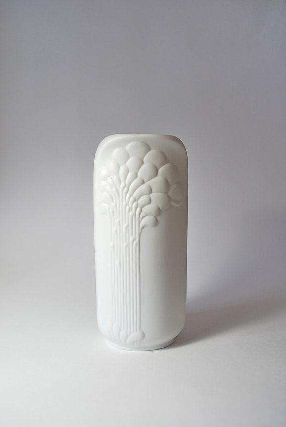 SALE Beautiful Modernist  White Matte Porcelain Art Vase Kaiser Germany