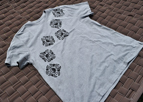 Light Grey Tshirt with Screen Printed Black Suns - Men's Size Large