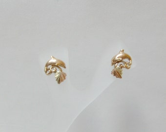 Whitaker's Black Hills Gold Petite Dolphin Earrings