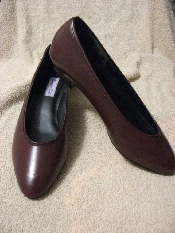 """Vintage Ladies Leather Pumps by Mason Shoes 1 1/4"""" Heels Size 9 1/2 D ONLY 9 USD"""