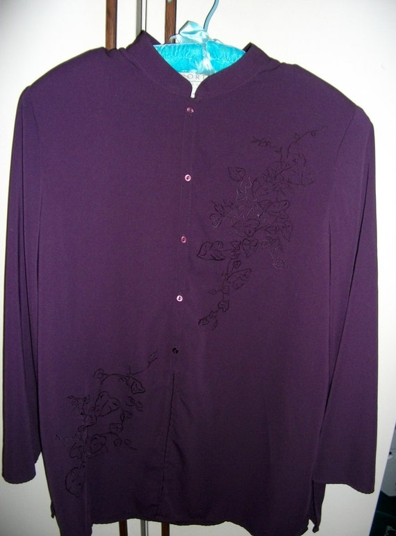 Vintage Ladies Blouse w/ Embroidery accents and Mandarin Collar ONLY 3.50 USD