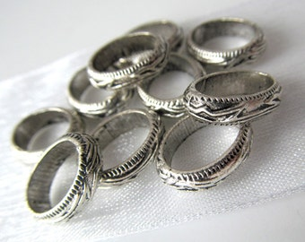 10 Antique Silver Oval Ornate Rings Links Closed Jumprings Spacers Hoops 14mm x 11mm