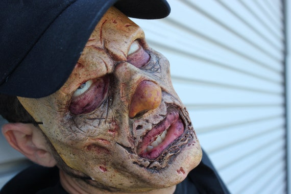 Zombieface latex half mask